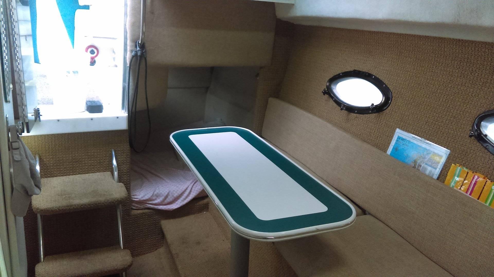 Cabin 6 Dinette to stern IMAG1035.jpg