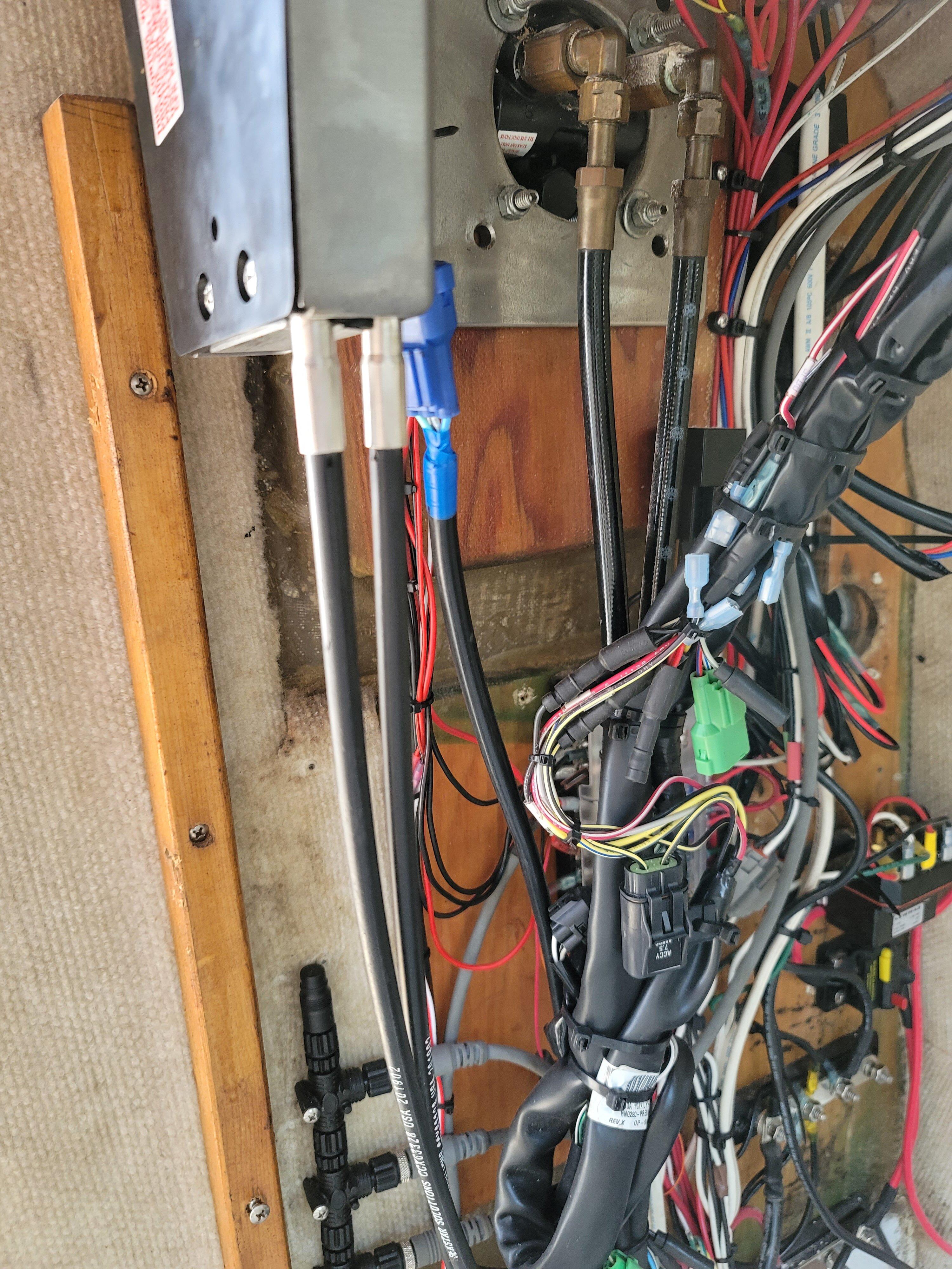 Cabo inside wiring.jpg