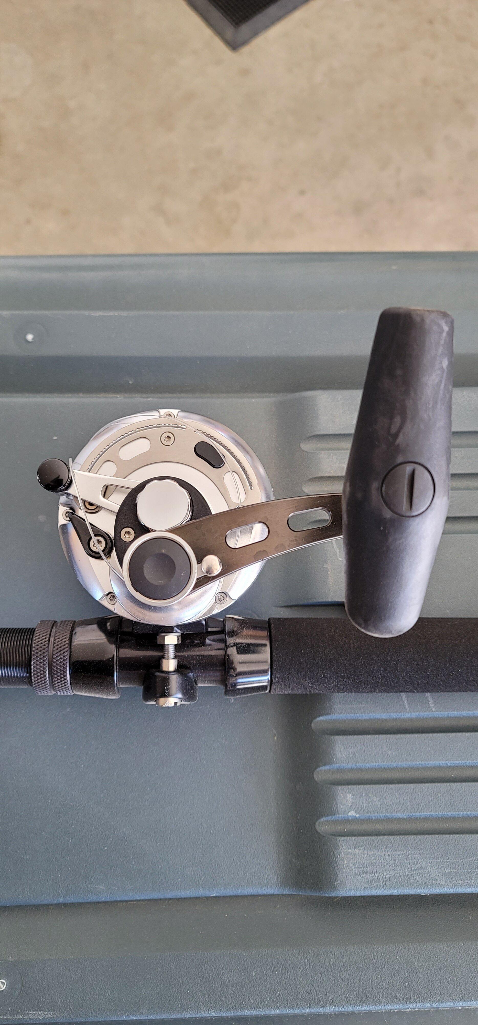 Makaira 20II SEa - Silver box handle.jpg