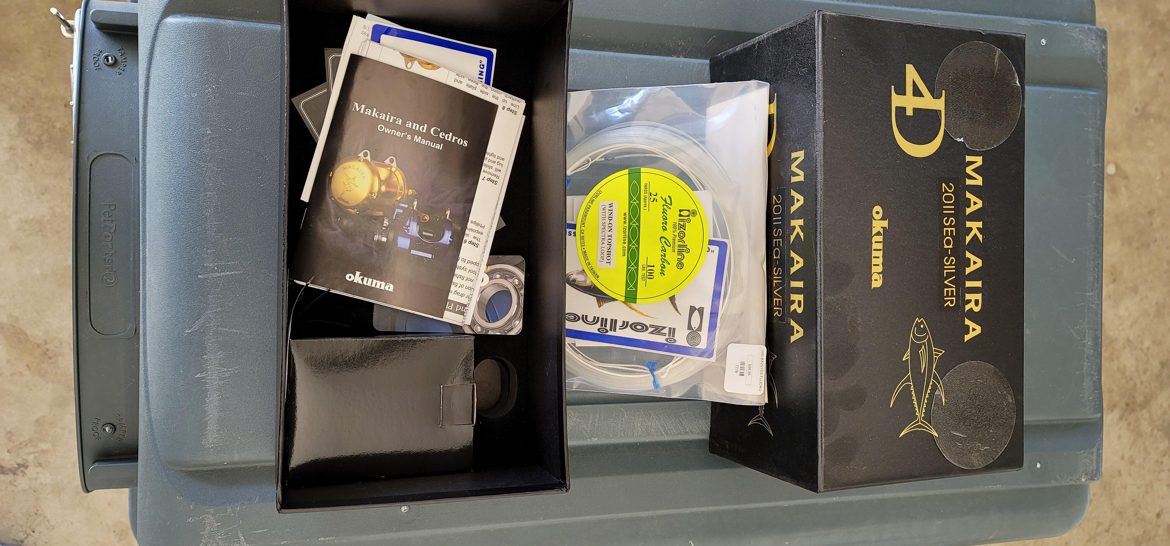 Makaira 20II SEa - Silver box open.jpg