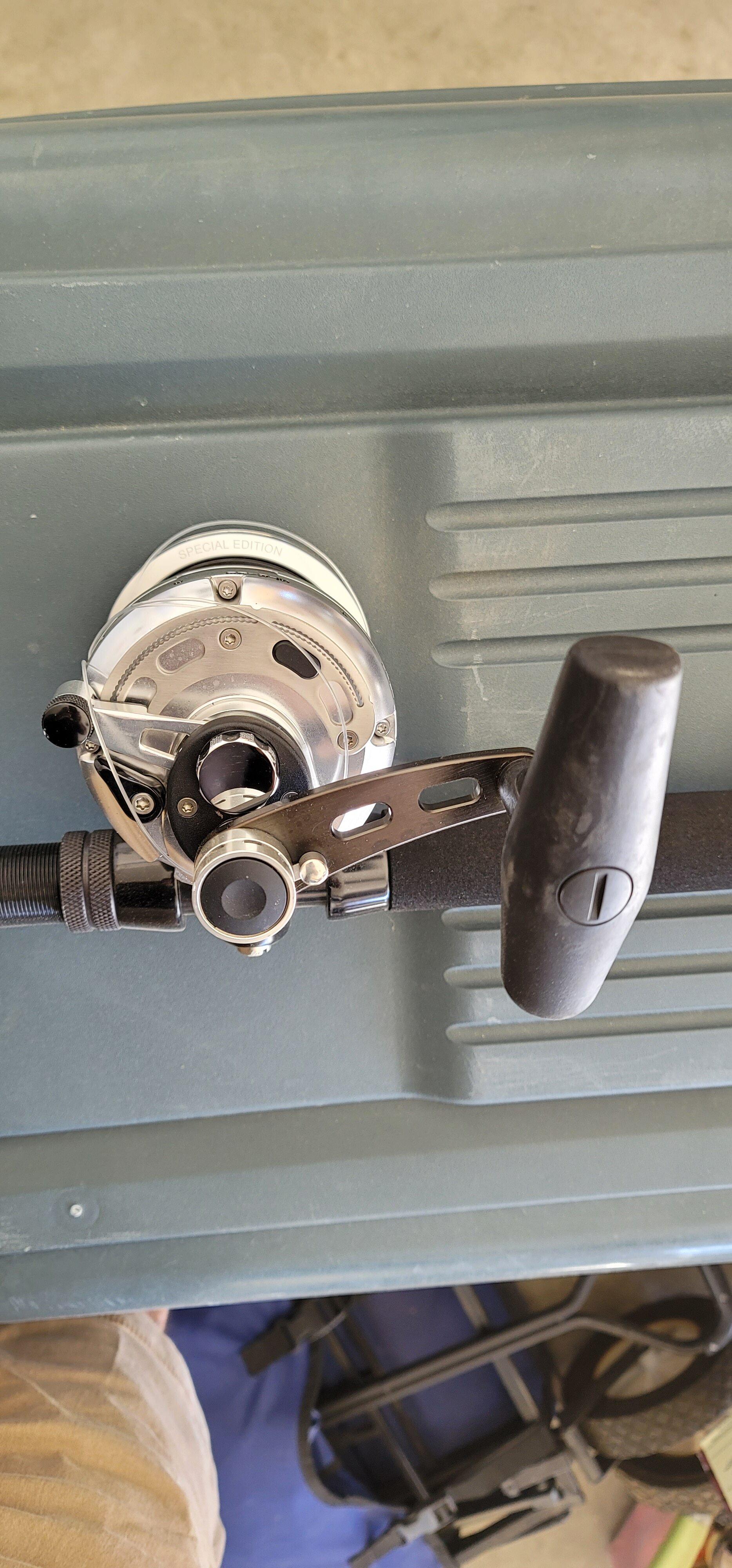Makaira 20II SEa - Silver handle 02.jpg