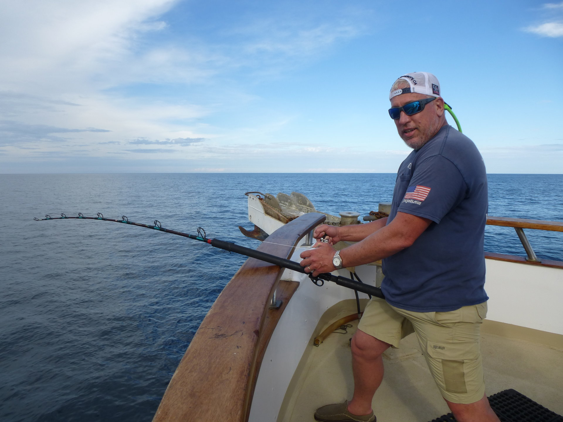 Rick Haak fighting a nice tuna.JPG