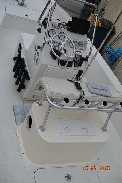 Top console bait tank.JPG