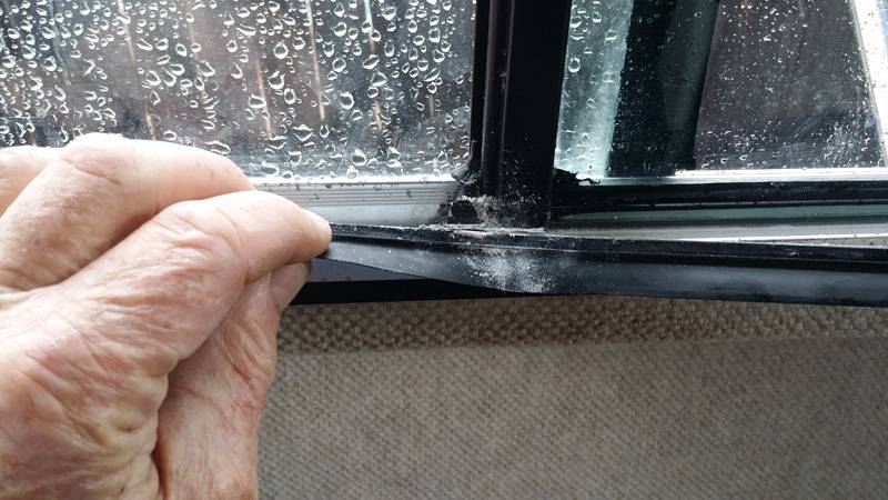 window side salt buildup1.jpg