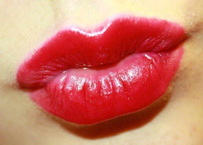 kiss+lips.jpg