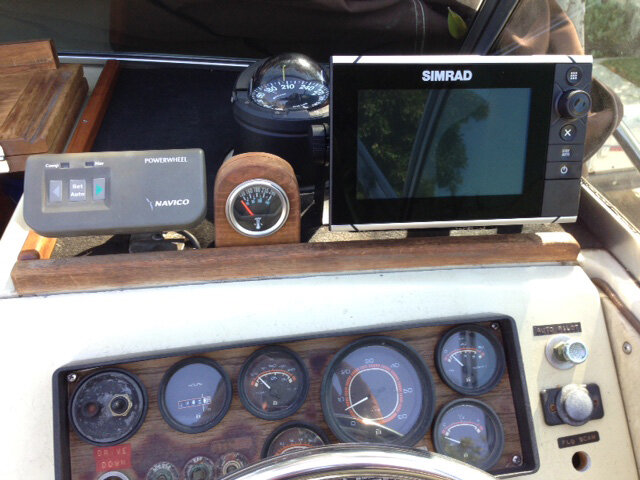 7 Dash with SIMRAD AD.jpg