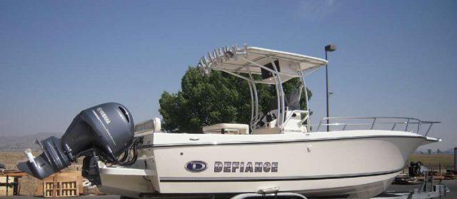 Defiance Commmander boat