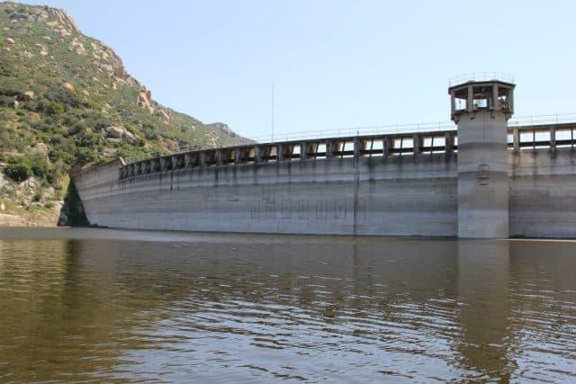 pay lake dam