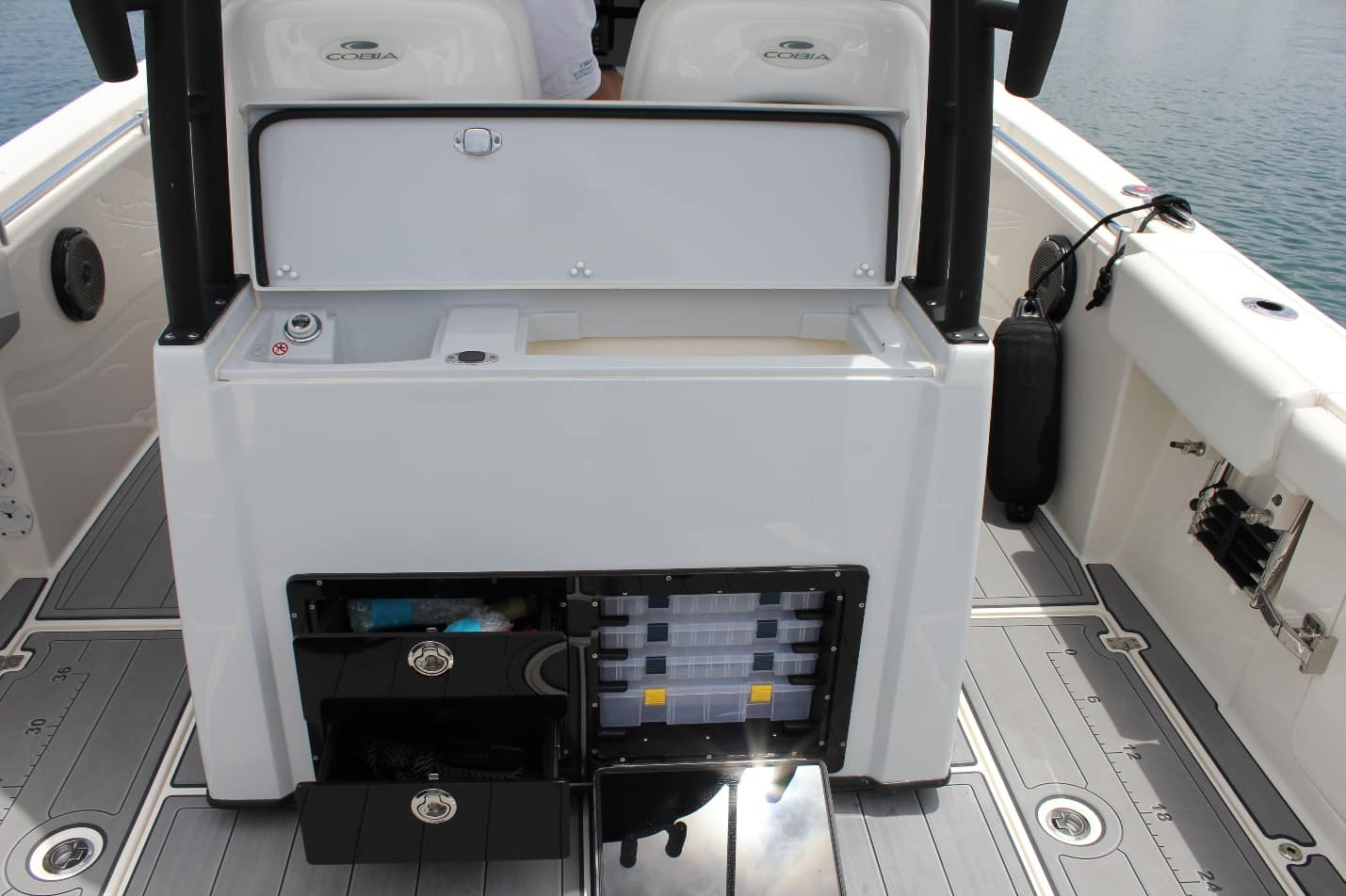 Cobia 301CC Tackle Station